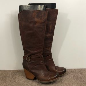Korks Tall Heeled Zip Up Leather Boot